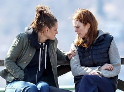 kristen-stewart-and-julianne-moore-on-the-set-of-still-alice_3_article_story_large